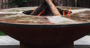 arteflame classic grill with wood fire in center