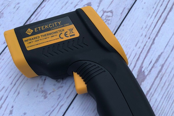 Etekcity Infrared Thermometer review - side view