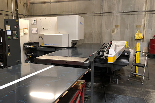 machine for cutting steel sheets at lynx grills factory