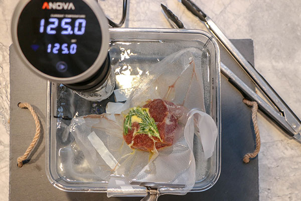 cooking sous vide filet mignon