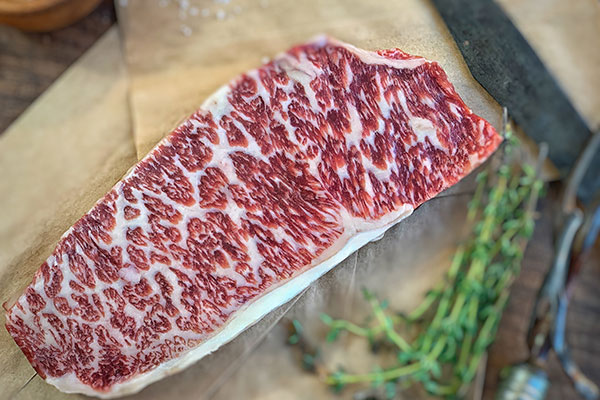 Raw Wagyu beef with herbs - how to cook wagyu