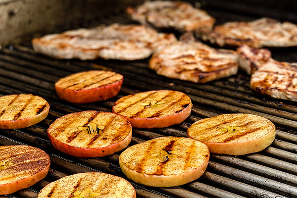 apple slices and pork chops on grill for Glazed Grilled Pork Chops and Grilled Apples
