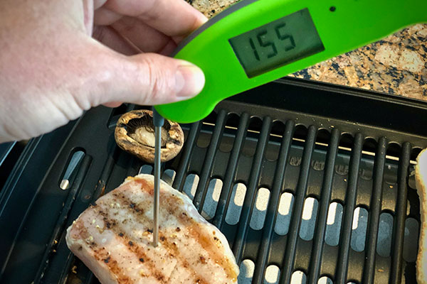 Measuring internal meat temperature cooked on the Delonghi Perfecto Indoor Grill