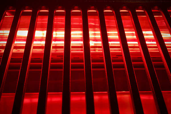 Light source beneath grate on Tenergy Indoor infrared Grill