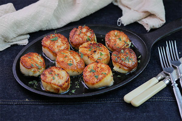 Seared sea scallops with capers and brown butter ready to serve